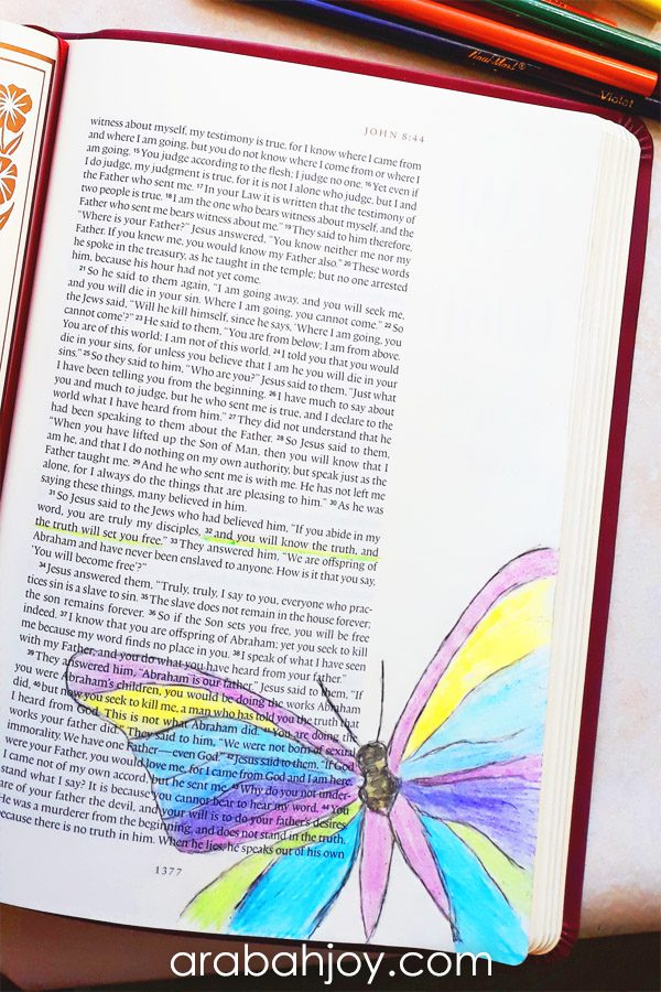 Bible journaling techniques may seem daunting if you're just getting started. Be sure to check out these easy Bible journaling processes to help you get started in Bible journaling. We're sharing 9 Bible journaling ideas.