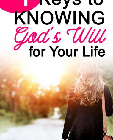 Knowing God's will can sometimes seem daunting. Let these 4 simple tips show you what the Bible says about how to know God's will for your life.